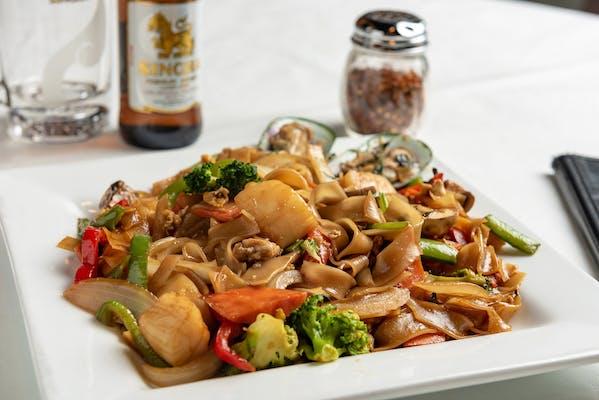 Drunken Noodle Seafood
