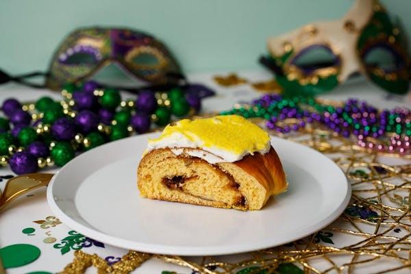 Cinnamon 'N Cream Cheese King Cake