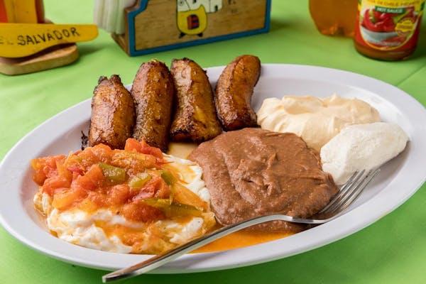 28. Desayuno Salvadoreño