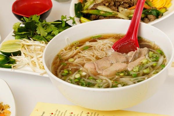 Phở Tái (Rare Beef Noodle Soup)