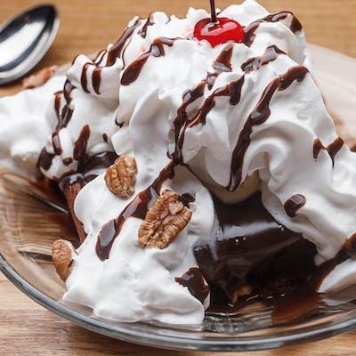 Hot Fudge Brownie Sundae