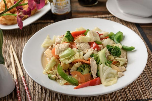P23. Garden Vegetable Stir Fry (Pad Ruam Mit)