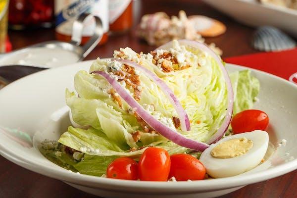 Wedge Salad con Todo