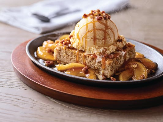 Sizzlin' Caramel Apple Blondie Skillet