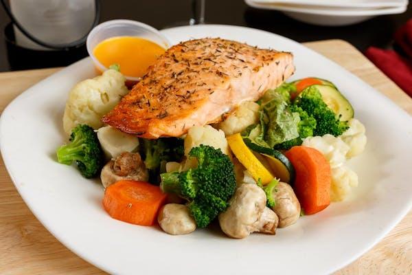 Broiled Salmon & Steamed Vegetable Platter