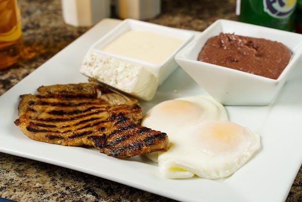Desayuno Supremo con Chuleta de Cerdo