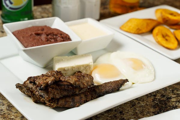 Desayuno Supremo con Carne Asada