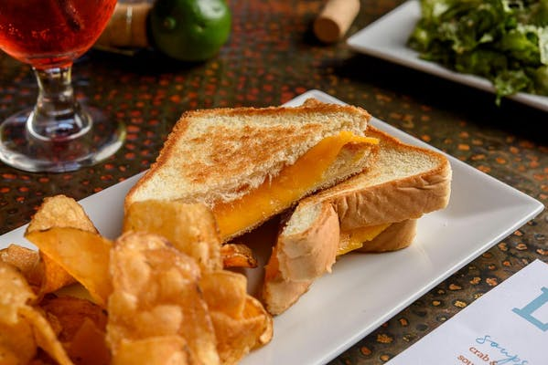Kid's Grilled Cheese Sandwich & Chips