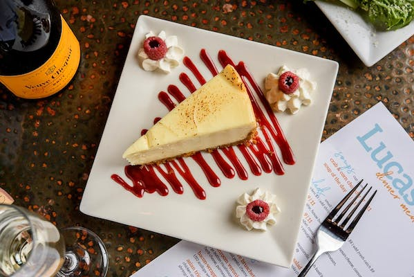 New York Cheesecake & Raspberry Coulis