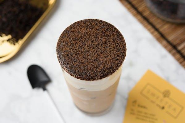 Black Milk Tea With Tiramisu Puff Cream