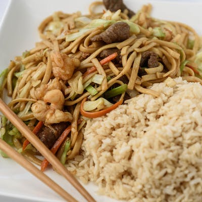 F14. Family Pack House Lo Mein
