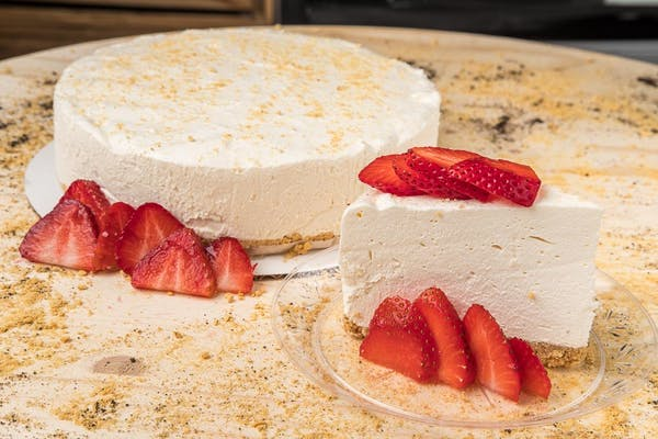 Original Cheesecake with Sliced Strawberries