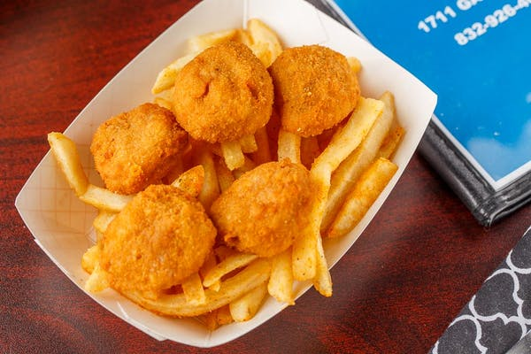 Kid's (4 pc.) Chicken Nuggets & French Fries
