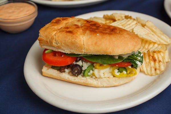 """6"""" Veggie Sandwich Sandwich & Chips"""