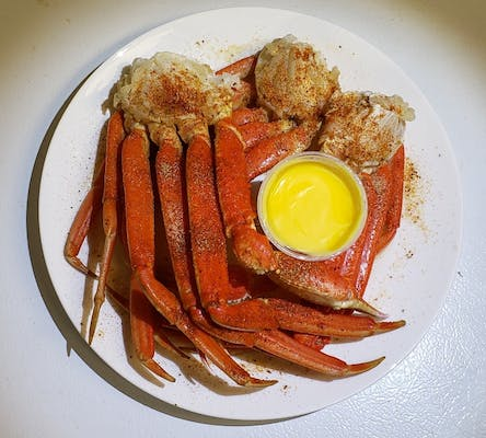 Steamed Seasoned Snow Crab Legs
