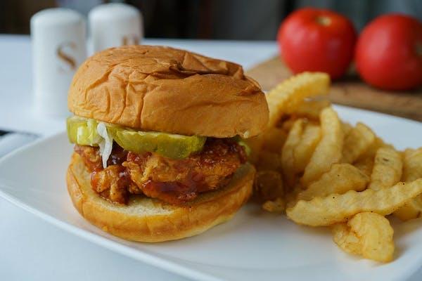 344. Deluxe Chicken Sandwich w/Fries