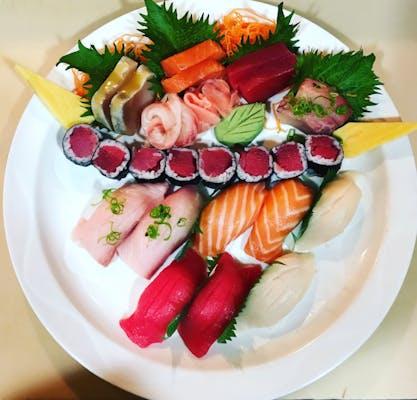 *Sushi & Sashimi Deluxe