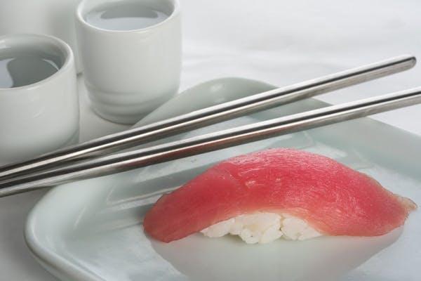 Tuna Nigiri (Maguro)