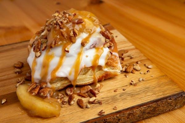 Apple Pie A la Mode Cinn Roll