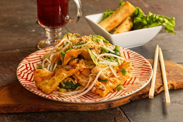 Crispy Wonton Pad Thai Chicken&Shrimp