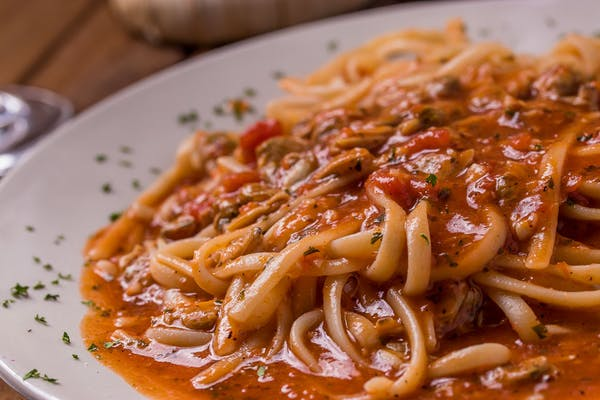 Linguini with Clams in Red Sauce