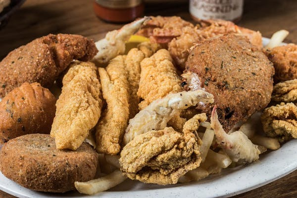 Deluxe Fried Seafood Platter