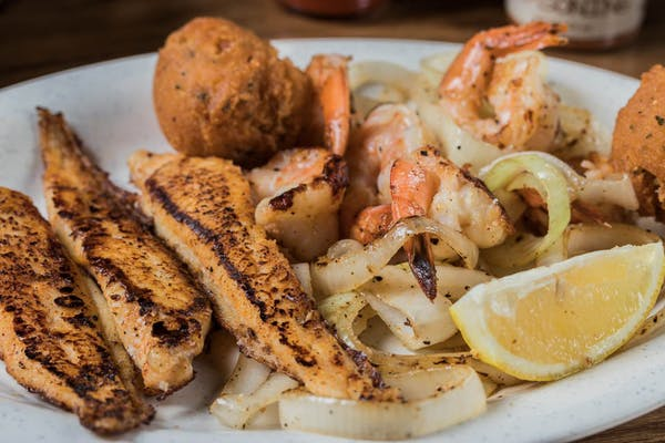 Grilled Deluxe Seafood Platter