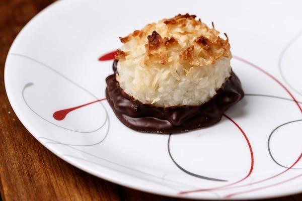 Coconut Macaron (2 pc.)