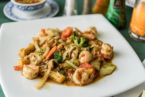 Pad Khee-Mao (Drunken Noodles)