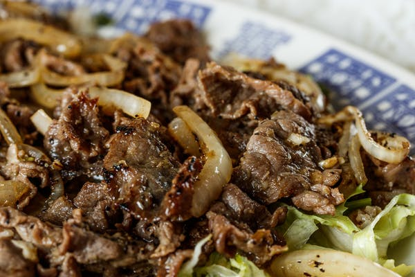H10. Stir-Fried Black Pepper Beef