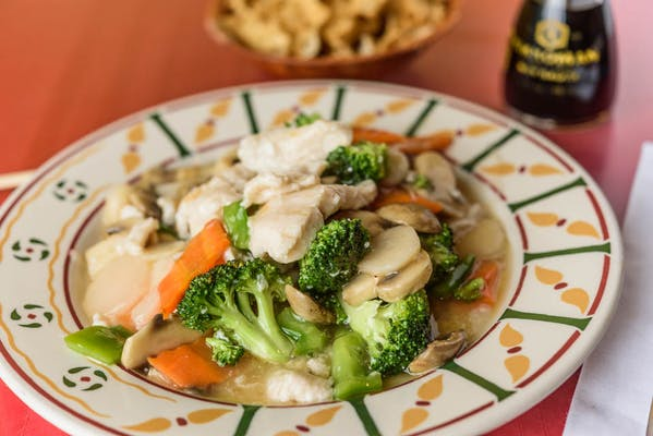 S8. Moo Goo Gai Pan Combination Plate