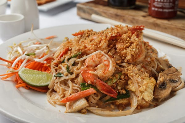 N9. Shrimp or Chicken Pad Thai
