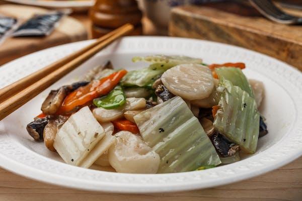7. Moo Goo Gai Pan Dinner Combo