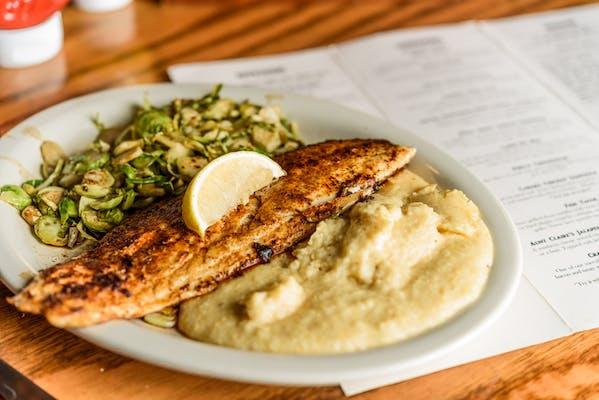 Grilled Fish w/ Garlic Cheddar Grits