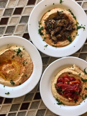 Hummus w/ Sauteed Mushrooms 8oz (Large) with 1 pita