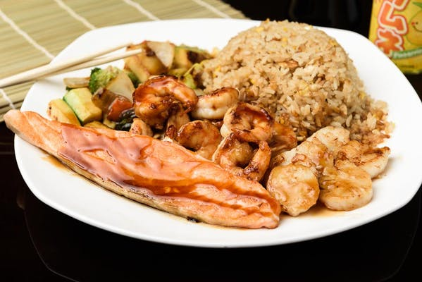 H22. Shrimp, Scallop & Salmon Hibachi Dinner