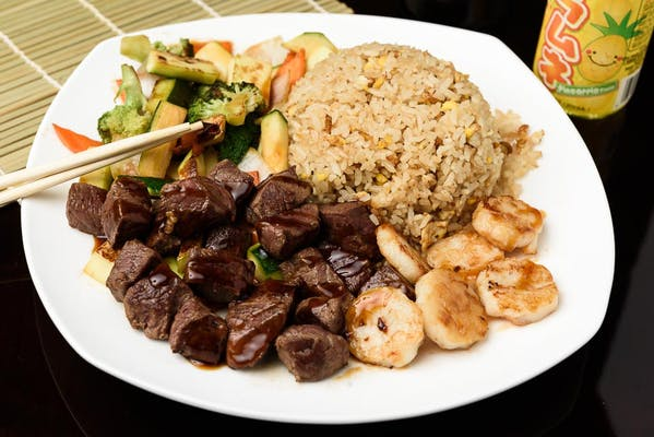 H26. Filet Mignon & Scallop Hibachi Dinner