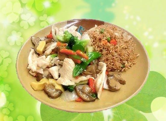 A17. Moo Goo Gai Pan with White Sauce
