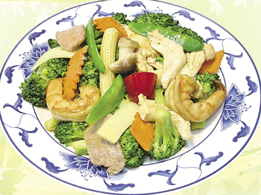 D8. Steamed Beef, Chicken & Shrimp with Mixed Vegetables