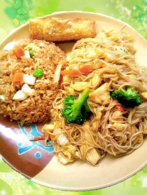 C8. Chicken or Beef Mein Fun Combo