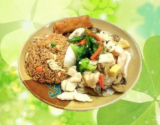 C25. Moo Goo Gai Pan with White Sauce Combo