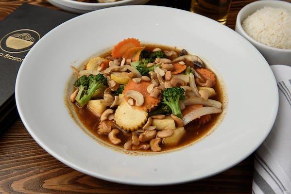 Spicy Cashew Nut Stir-Fry