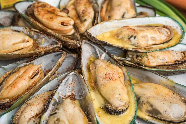 (12 pc.) Boiled Half-Shell Mussels
