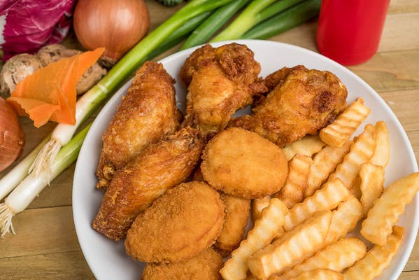 32. 4 Pcs. Chicken Wings & 2 Pcs. Fish