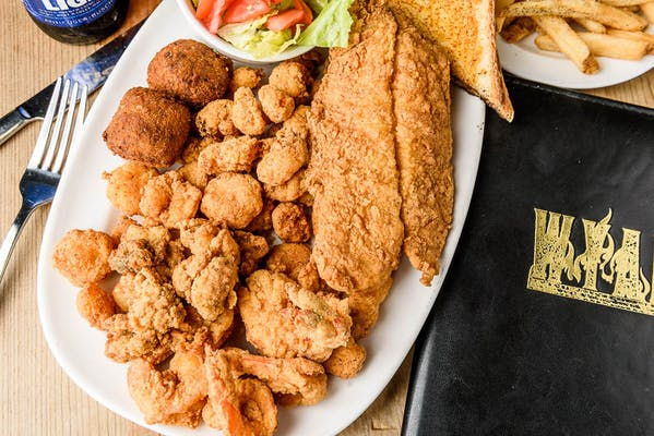 WYANK'S Seafood Delight Platter