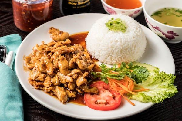 R3. Stir-Fry Chicken in Lemongrass Sauce
