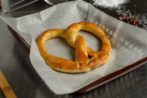 Regular Pretzel (Salted)