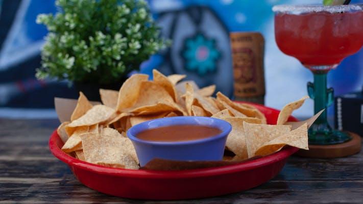 Salsa Rojo & Chips