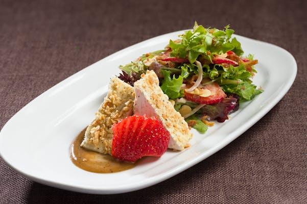Brie, Strawberry & Almond Salad