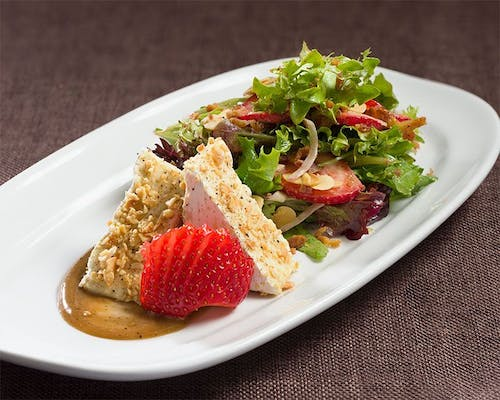 Brie, Strawberry & Almond Salad (Lunch)